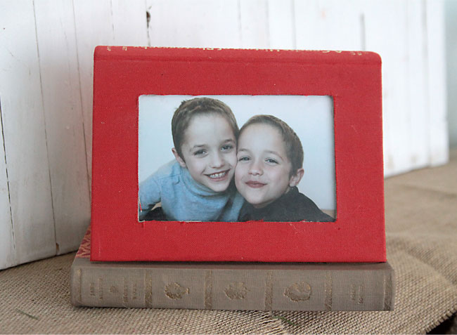 how to make an awesome photo frame out of a favorite book