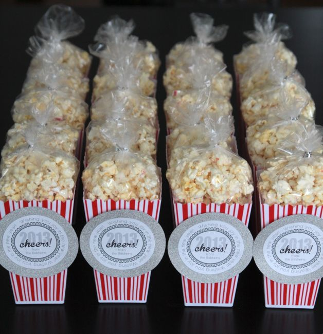 white chocolate peppermint popcorn + new years gift tags - It's ...