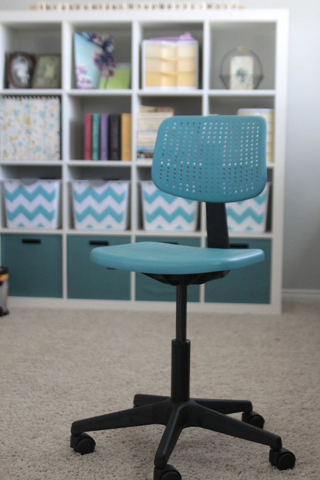 spray paint desk chairs to match your decor it 39 s always. Black Bedroom Furniture Sets. Home Design Ideas