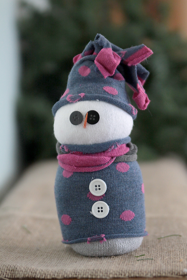 sock-snowmen-how-to-make-tutorial