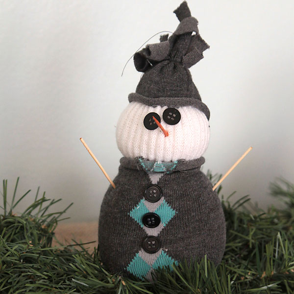 A Holiday Craft Tradition: Easy Sock Snowmen