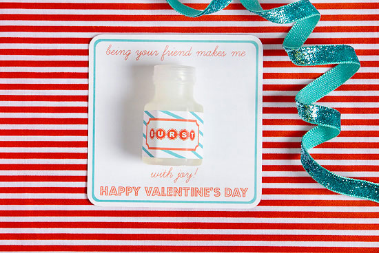easy-DIY-kid-craft-valentines-card-9