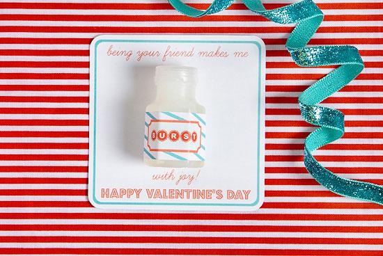 easy-DIY-kid-craft-valentines-card-9
