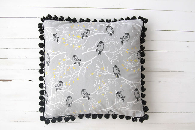 pom pom trim throw pillow sewing tutorial