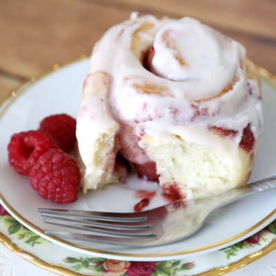 Amazing raspberry rolls recipe – even better than cinnamon rolls!