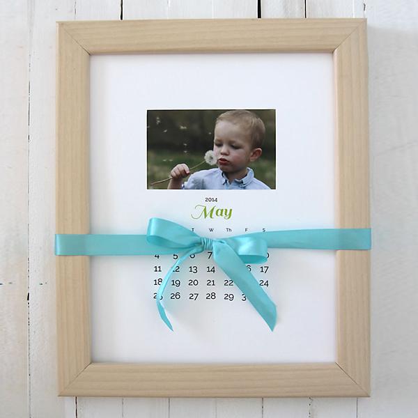 DIY photo calendar gift idea + a GIVEAWAY!