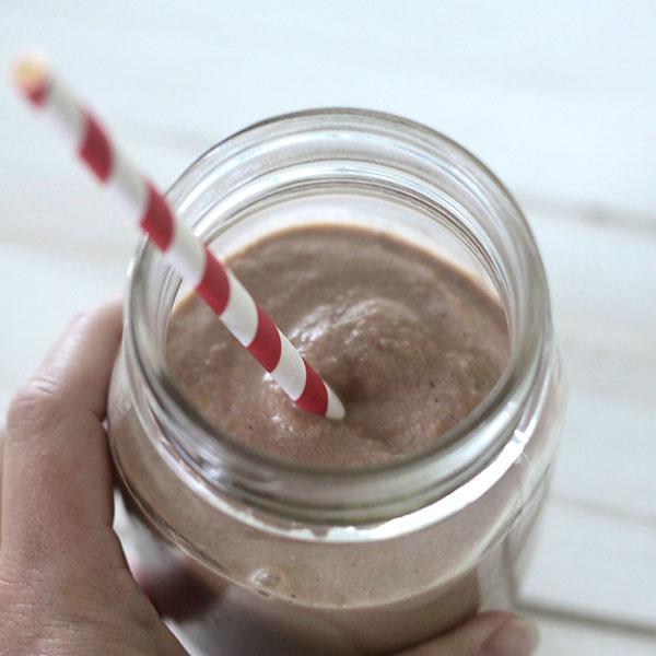 easy breakfast recipe | chocolate peanut butter banana smoothie
