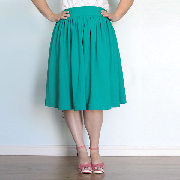 easy elastic waist gathered skirt for women {sewing tutorial}