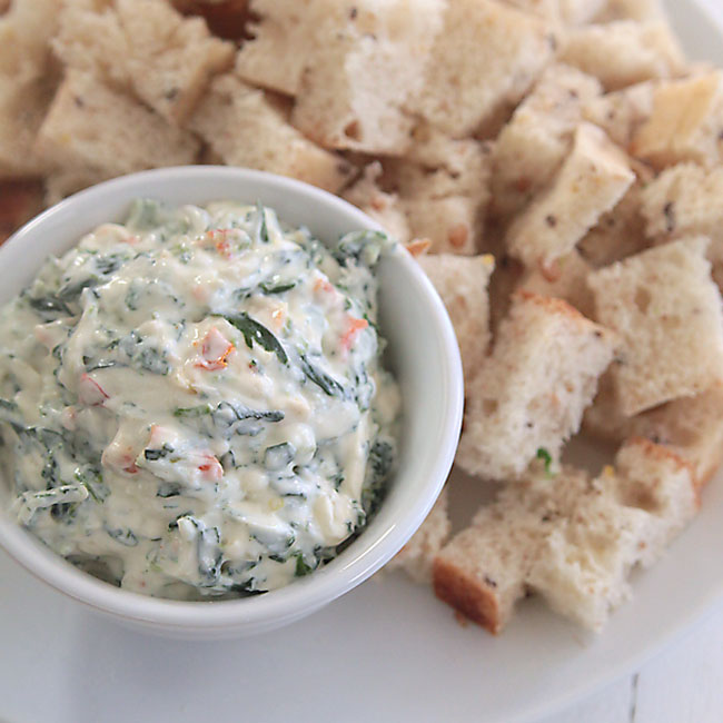 skinny spinach dip {with just a quarter of the calories!}