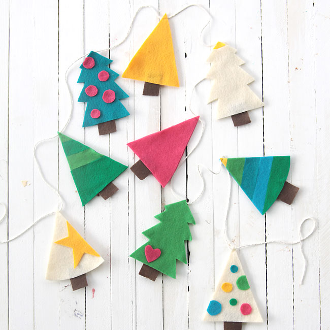 Easy diy felt christmas tree garland simple holiday decor - How to make felt christmas decorations ...