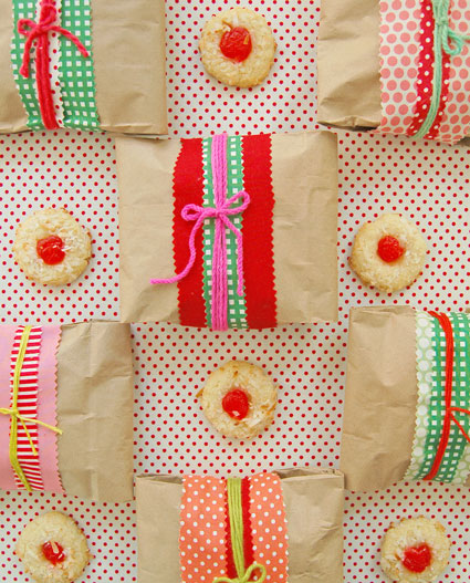Nov 09,  · Get ideas for packaging your holiday cookies this season! Our editors take on the cookie decorating and packaging challenge, and share four different ways to gift the tasty treats.
