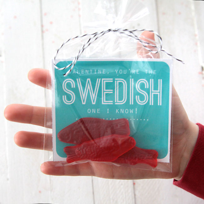 cute free printable Valentine's Day card with Swedish fish - easy & very inexpensive! cheap DIY Valentine's Day card.