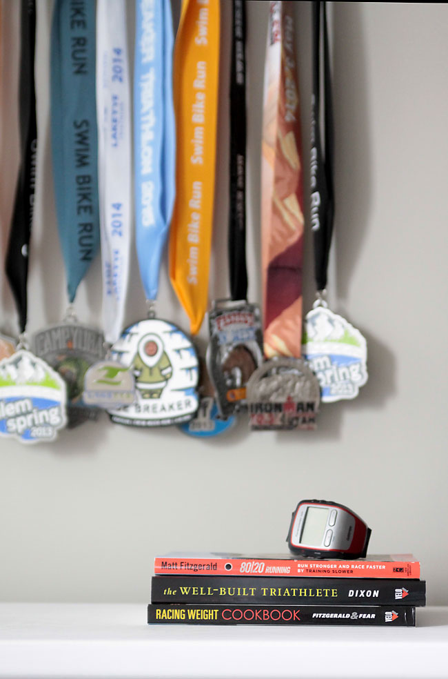 great DIY way to display all your race medals! This one is for triathlon medals, but it would be easy to customize for any type of race or event. Great gift idea!