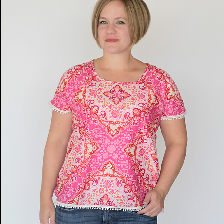 super easy blouse tutorial! It only takes two pattern pieces and a few seams to make, plus there's a free pattern in size L!