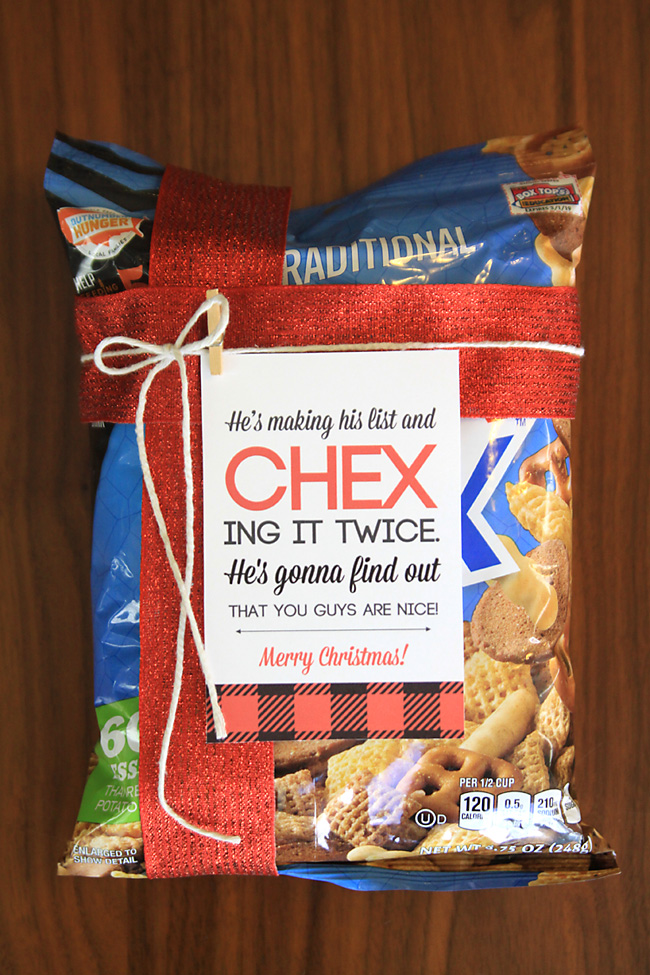 super easy and cheap neighbor gift idea for christmas and the holidays chex mix with