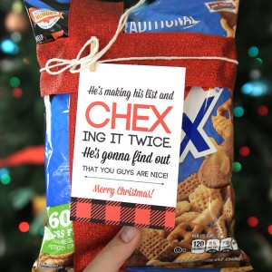 http://www.itsalwaysautumn.com/wp-content/uploads/2015/11/christmas-chex-mix-easy-neighbor-gift-for-coworkers-free-printable-tag-cute-cheap-5-300x300.jpg