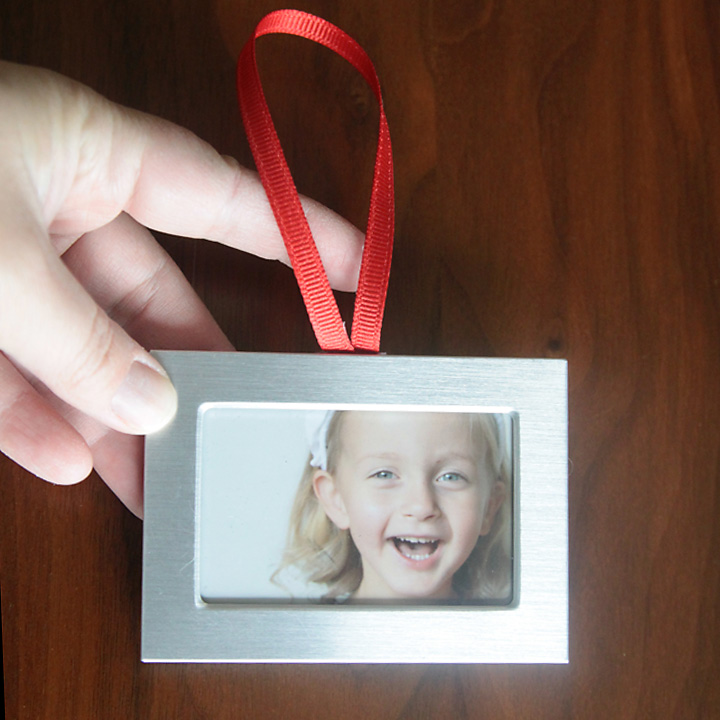 DIY photo Christmas ornaments {easy and cheap!} - It\'s Always Autumn