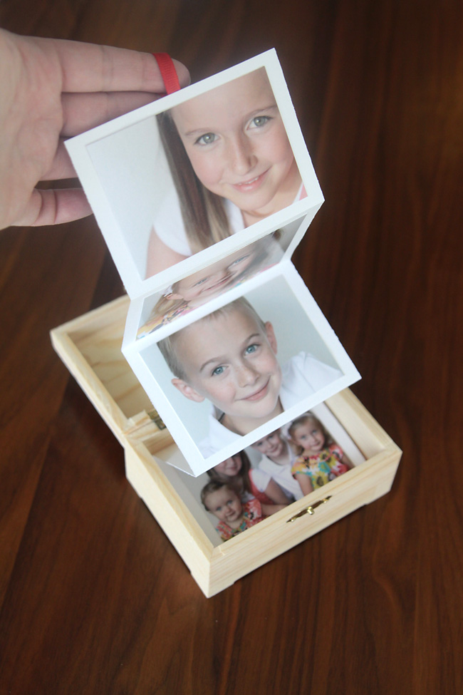 20 fantastic diy photo gifts perfect for mothers day or grandparents what a great gift idea diy photo box easy cheap and perfect negle Image collections