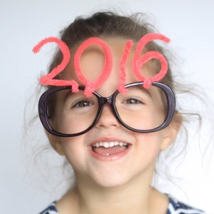 http://www.itsalwaysautumn.com/wp-content/uploads/2015/12/new-years-eve-kids-family-celebrate-ideas-fun-games-treats-activities-things-to-do-easy-countdown-32-300x300.jpg
