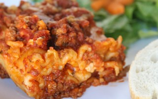 Did you know you can make lasagne in the crockpot? It's super easy and tastes great! Slow cooker lasagna recipe.