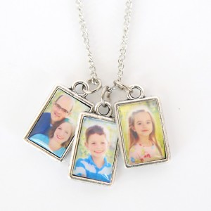 http://www.itsalwaysautumn.com/wp-content/uploads/2016/04/diy-photo-album-necklace-jewelry-easy-handmade-mothers-day-gift-wedding-easy-1-300x300.jpg