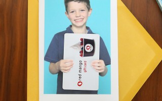 This is so fun! Use a photo of your child as a gift card holder for a teacher's appreciation gift teachers will actually want! Easy, practical, end of year teacher gift idea.