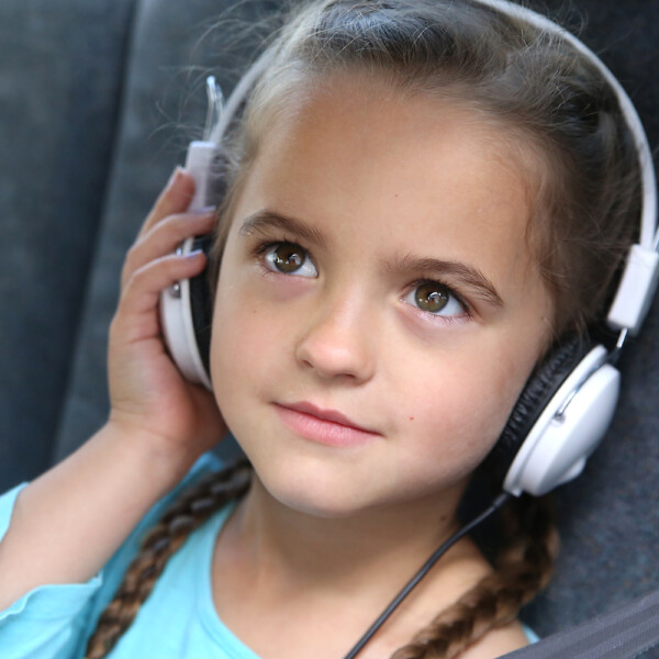 Great list of audiobooks to listen to in the car split up by age: kids, tween, teens, and adults. Perfect for long road trips!