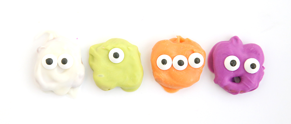 Awesome! Pretzel monsters and ghosts for Halloween. Fun, easy treat to make with the kids.