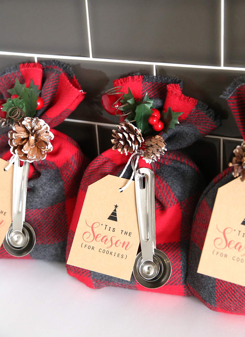 Cookie mix gift sack easy diy christmas gift idea it 39 s for Ideas for homemade christmas gift baskets