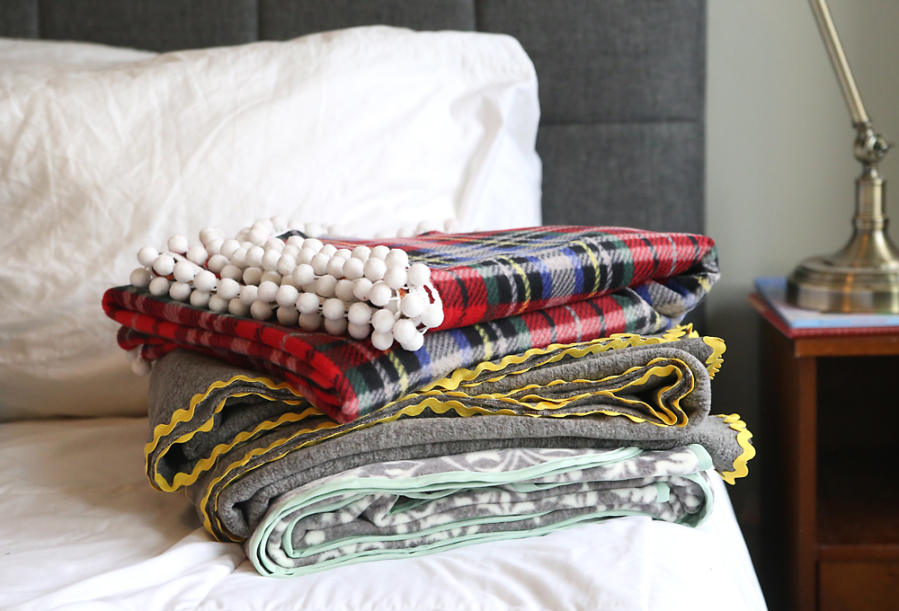 These DIY fleece blankets are gorgeous! How to make easy trimmed fleece blankets. Great DIY Christmas or holiday gift idea!