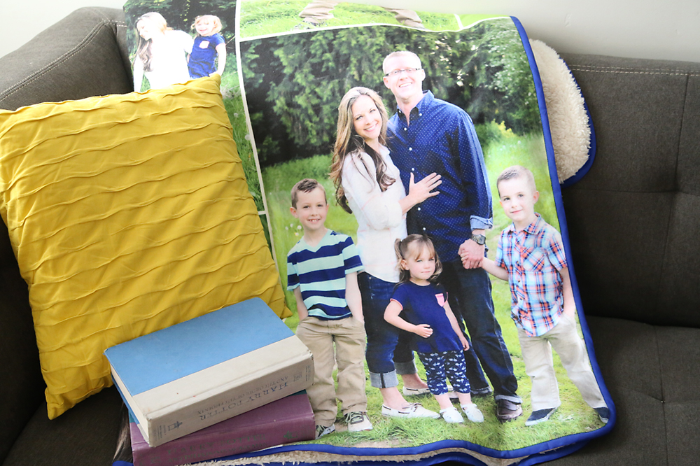 This is gorgeous! How to make a photo collage quilt or blanket using Photoshop Elements. I really want to make one!