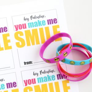 http://www.itsalwaysautumn.com/wp-content/uploads/2017/01/easy-diy-printable-valentine-valentines-day-card-smile-emoji-bracelets-non-candy-7-300x300.jpg