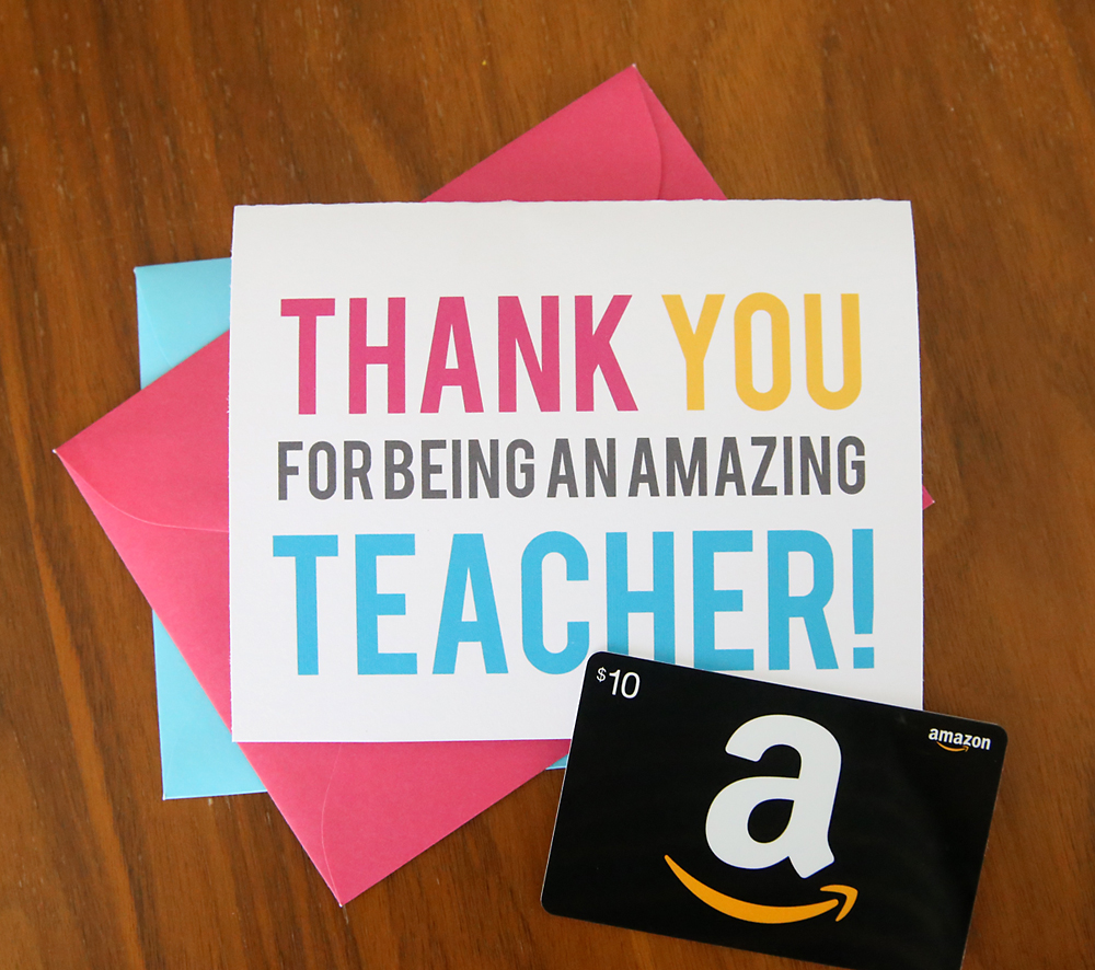 How to make a DIY pop up gift card holder for teachers. Easy and practical teacher appreciation gift idea. Click through to print out the templates and watch the video instructions.