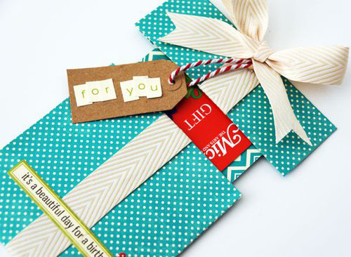 Fun ways to give gift cards to teachers. Easy and practical teacher appreciation gift ideas. Gift card presentation.