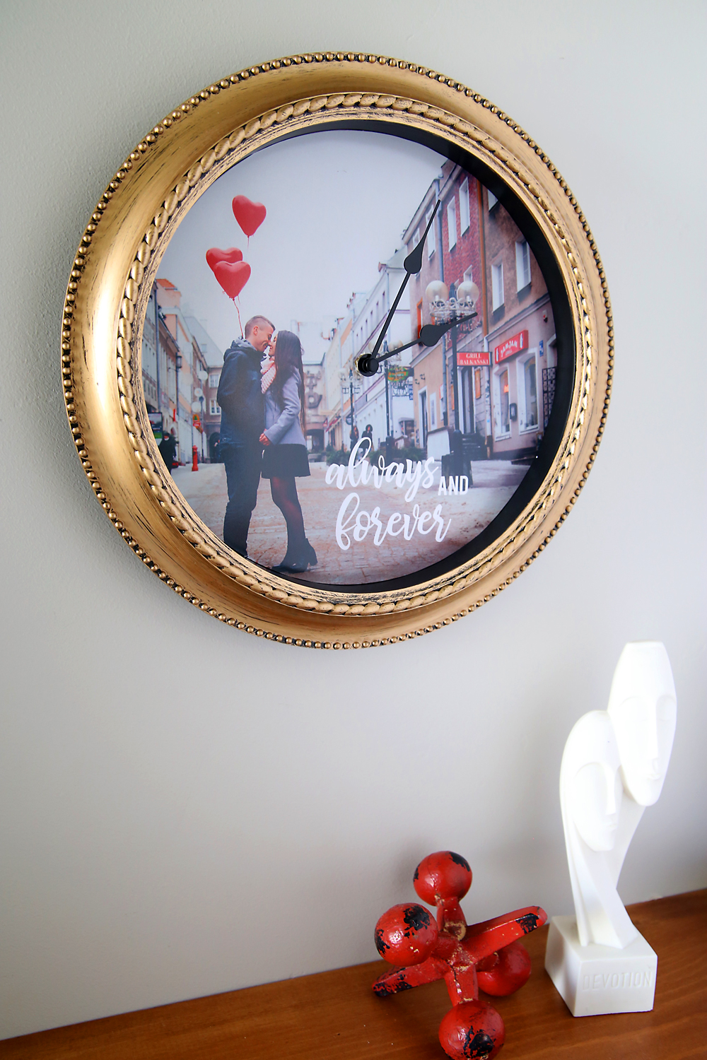 how to make a DIY personalized photo clock - It\'s Always Autumn