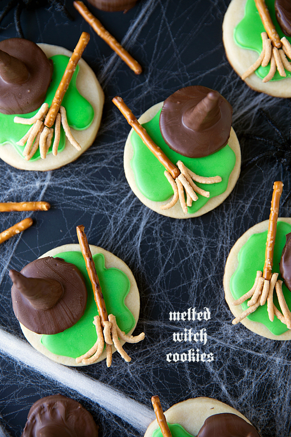 Easy Halloween cookie recipes! Huge list of 30 recipes.