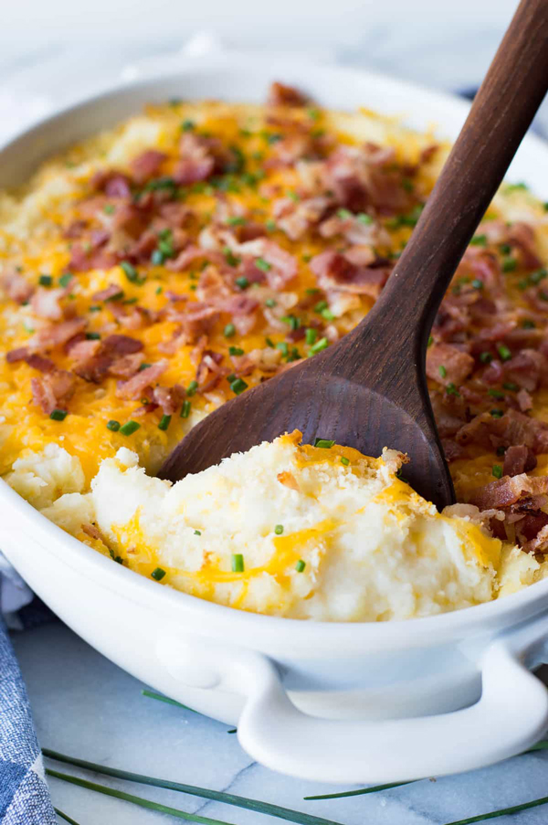Best make ahead Thanksgiving side dishes! Mashed potatoes you can make in advance.