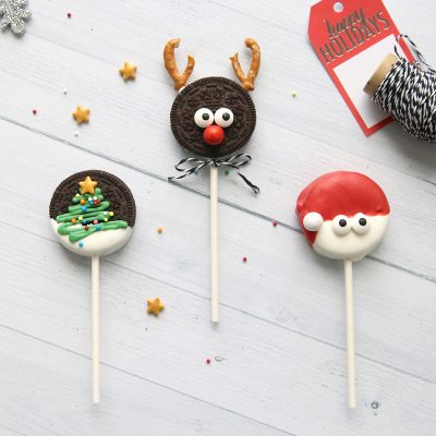 Easy + adorable Christmas Oreo pops to make with your kids