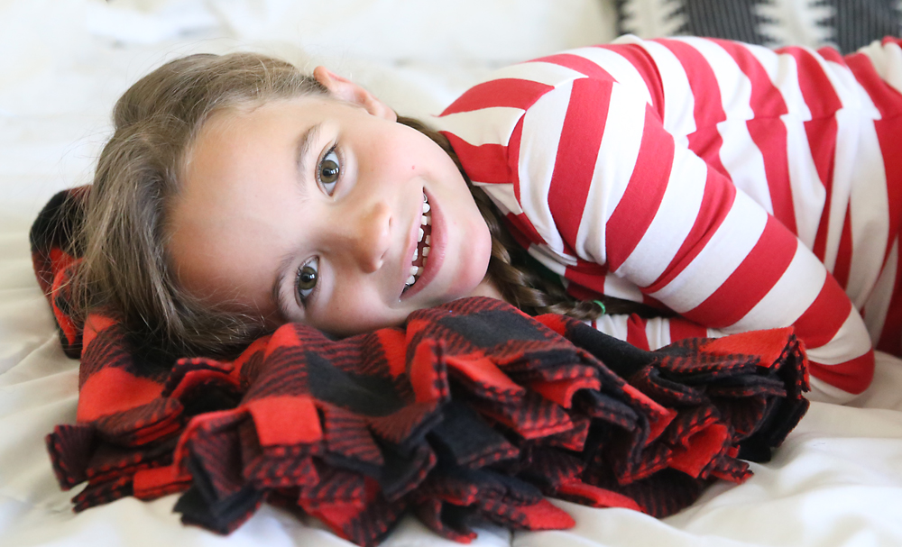 I love this pretty fleece blanket with a fringed edge. How to make a fleece blanket.