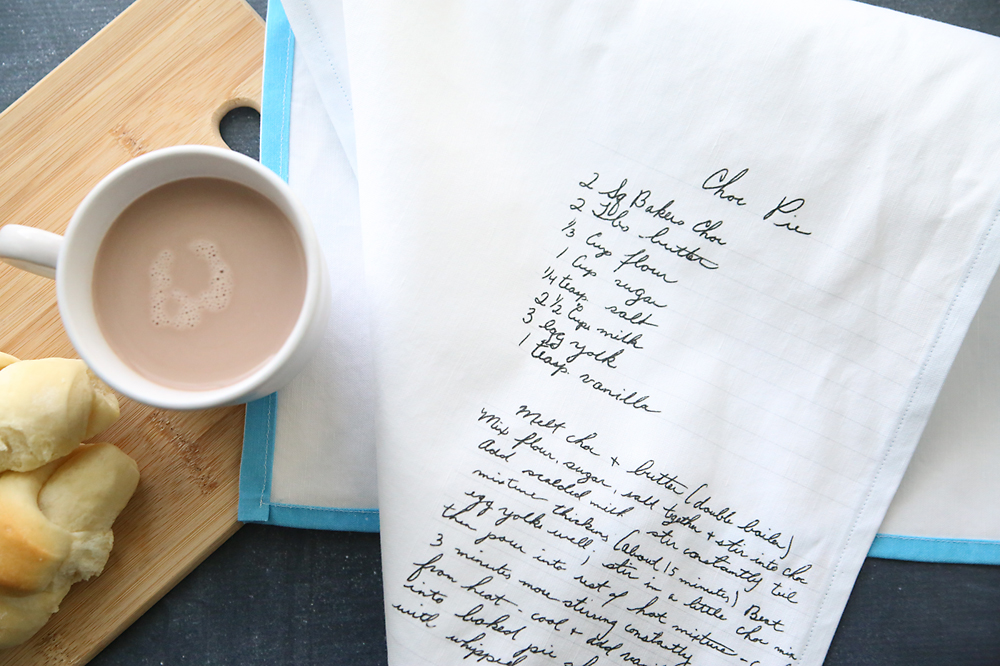 What a cool gift! Put Grandma's handwritten recipe on a kitchen towel. Click through for the how to.