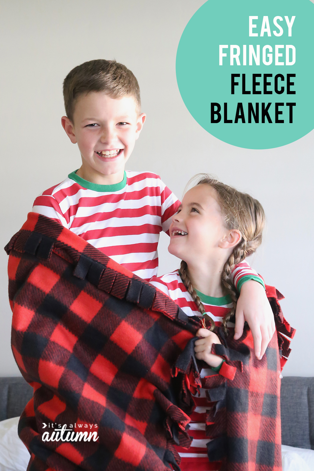 This fringed fleece blanket is easy to make and turns out so cute! Start making them now for Christmas. DIY gift idea.