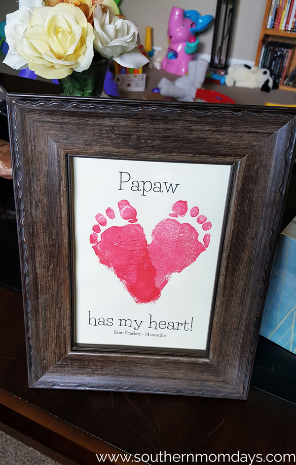 Sweet footprint heart print DIY | 30 best handprint and footprint projects