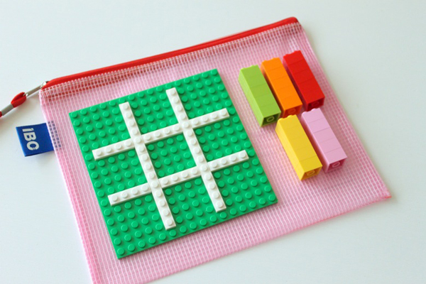 Portable lego tic-tac-toe | Best activities for road trips with kids