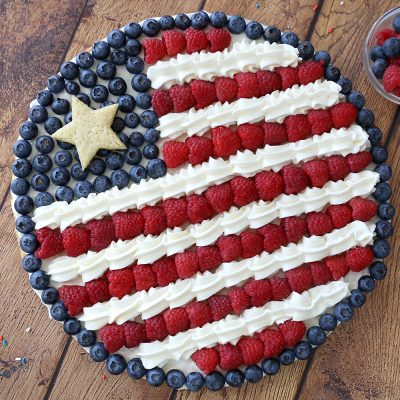 Easy + delicious American flag fruit pizza