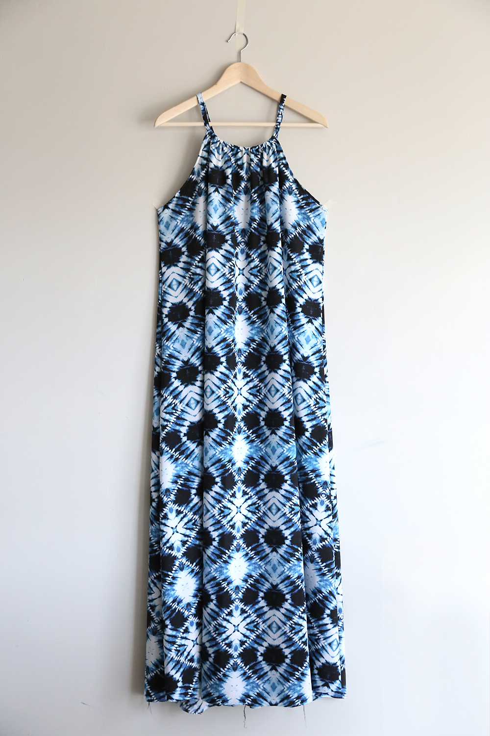 This cute halter dress is so easy to make! Click through for sewing instructions. DIY halter maxi dress.