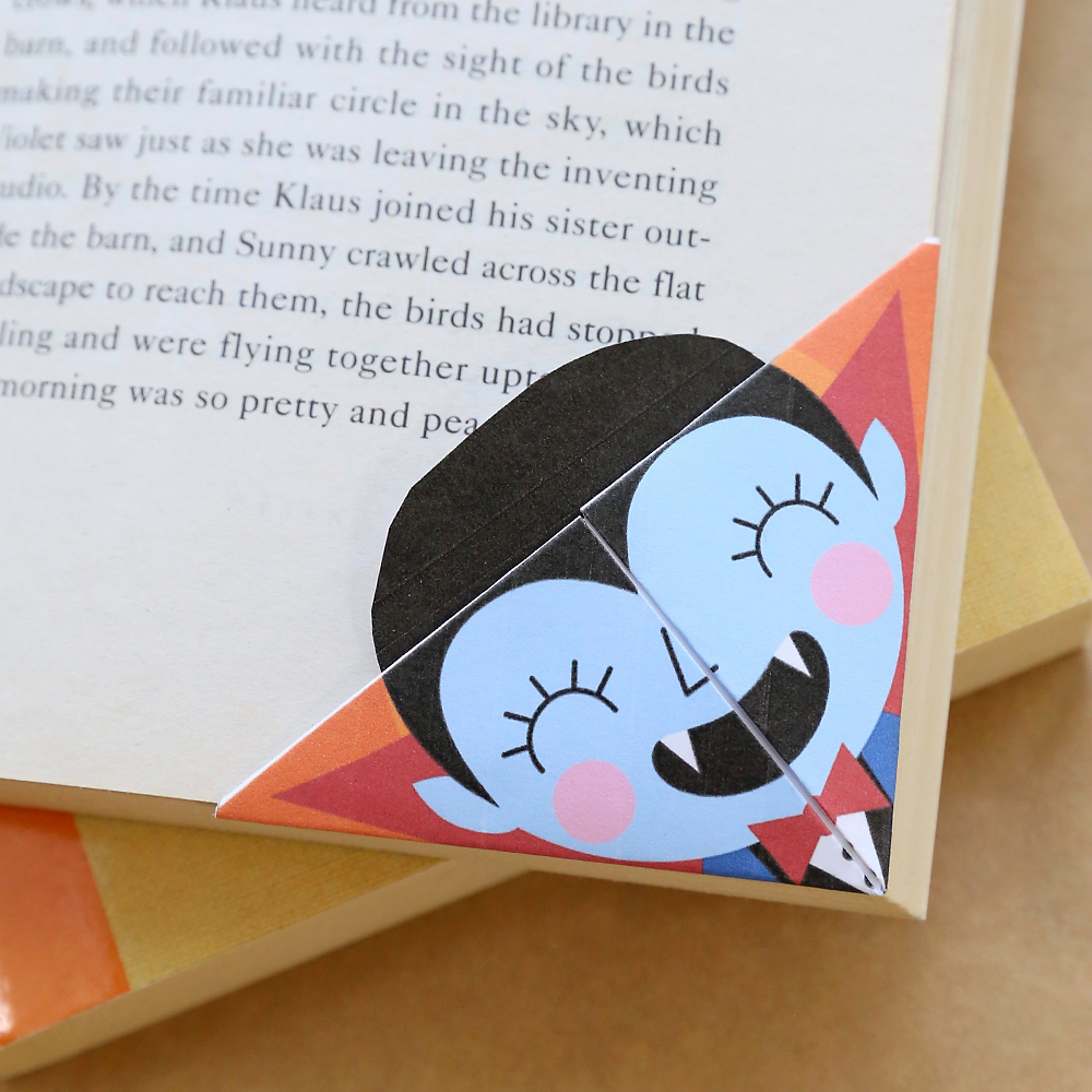 These Halloween bookmarks are a fun, easy, and cheap Halloween craft for kids. Just print the template, cut it out, and fold for a cute corner bookmark.These Halloween bookmarks are a fun, easy, and cheap Halloween craft for kids. Just print the template, cut it out, and fold for a cute corner bookmark.