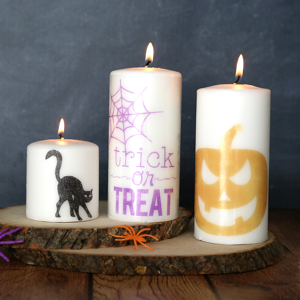 These cute Halloween candles take less than 10 minutes to make! Click through for the printable designs.