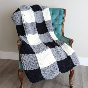 Make a gorgeous finger knit blanket with loop yarn {this is so easy!}