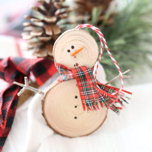 Make an easy wood slice snowman Christmas ornament