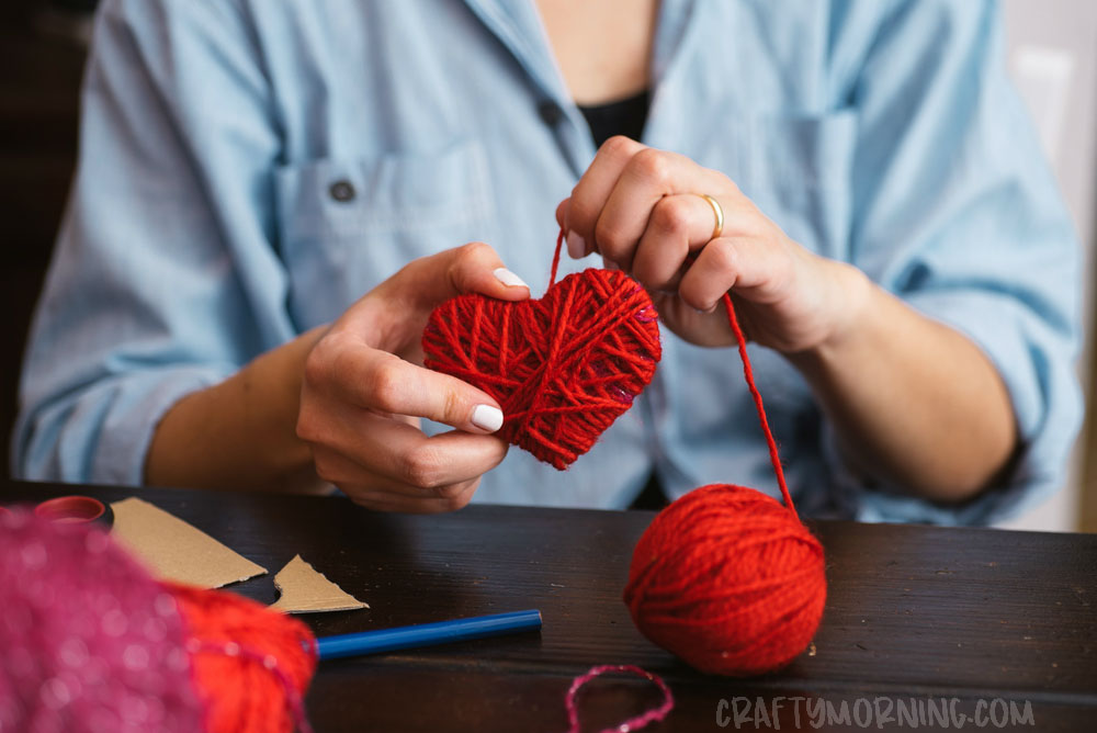 How to make yarn wrapped hearts